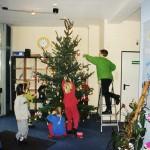 Weihnachtsbaumschmücken durch den Kindergarten Martkgasse 2001